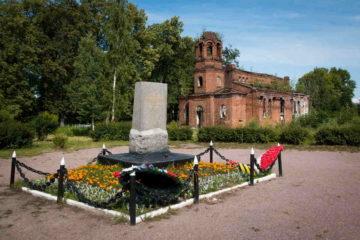 Мемориал «Малая Пискарёвка» в Ломоносове