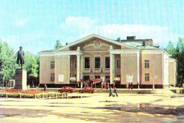 Памятник С. М. Кирову в городе Кировске Ленинградской области