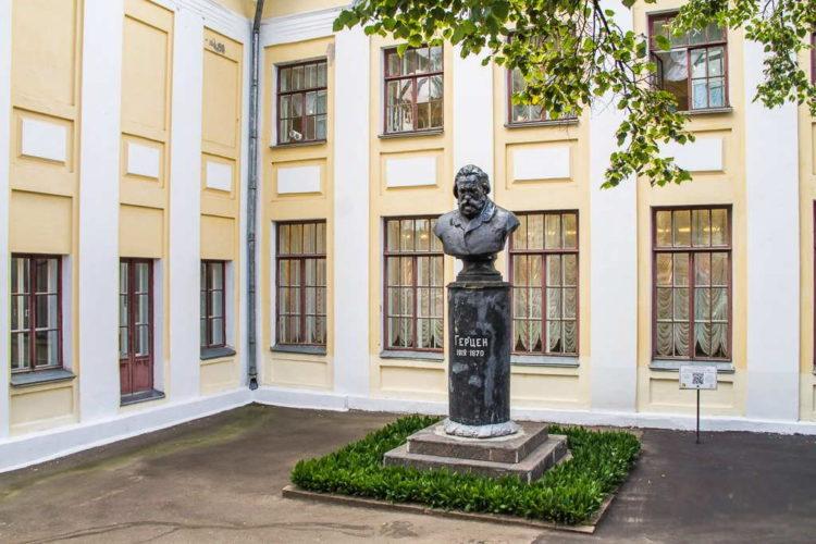 Памятник А. И. Герцену в Кирове