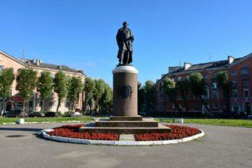 Памятник М. В. Ломоносову в Северодвинске