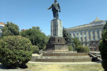 Памятники В. И. Ленину в городе Шахты Ростовской области